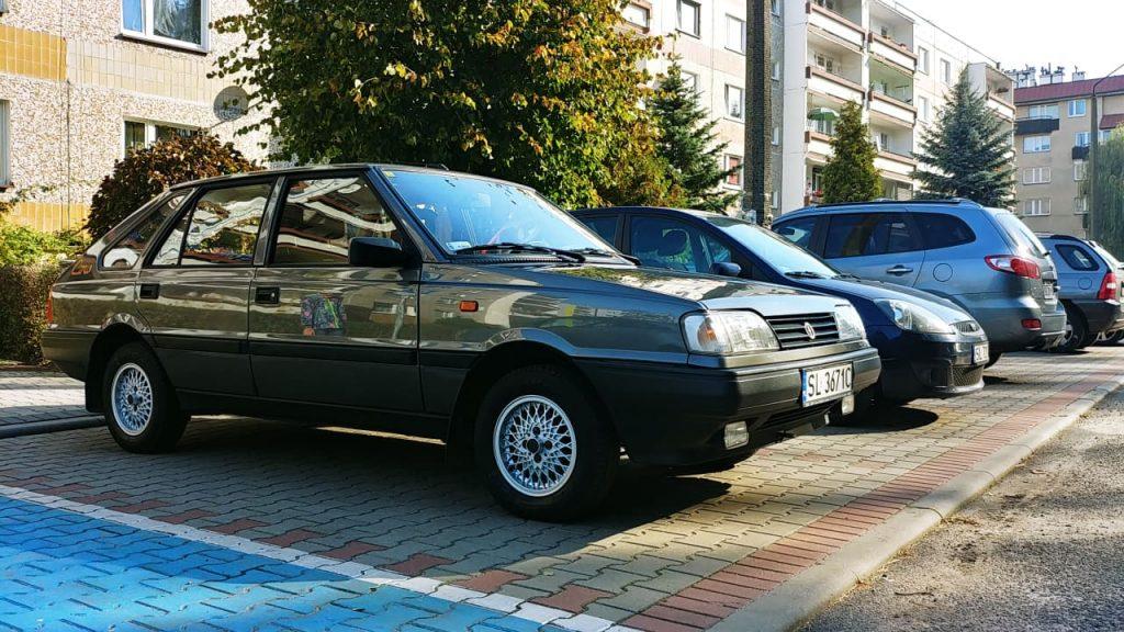 Daniel Rodzen's FSO Polonez Caro