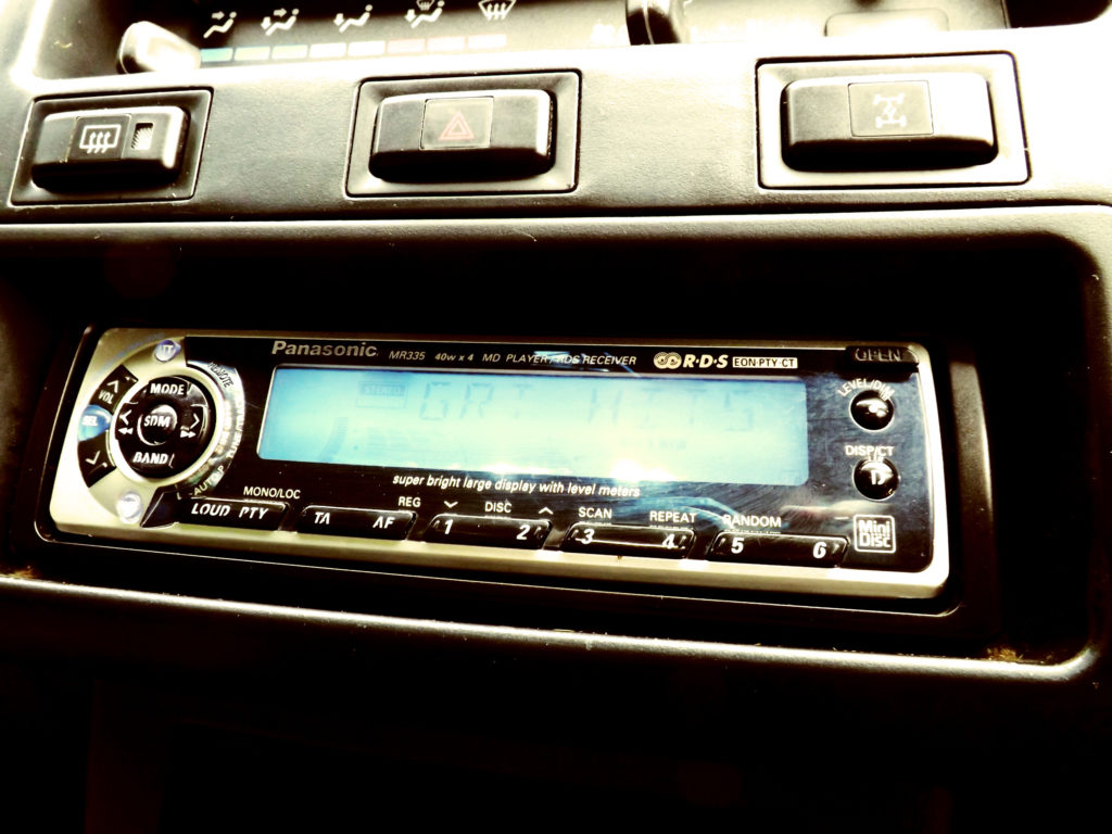 I couldn't believe it when I saw this MiniDisc player in the Toyota RAV4. Jack was definitely the height of 1990's technology!